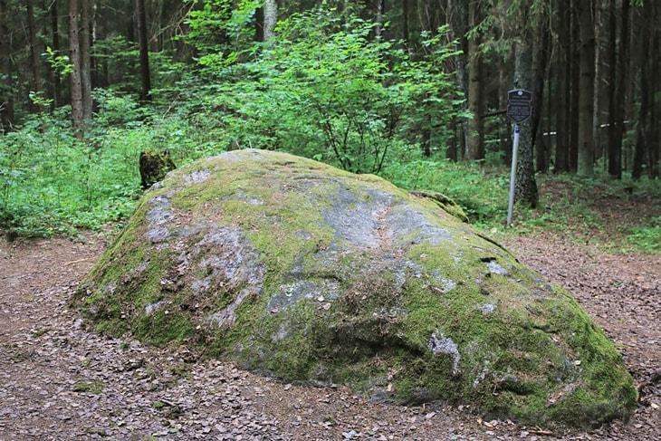Валун «Камень любви» в Беларуси