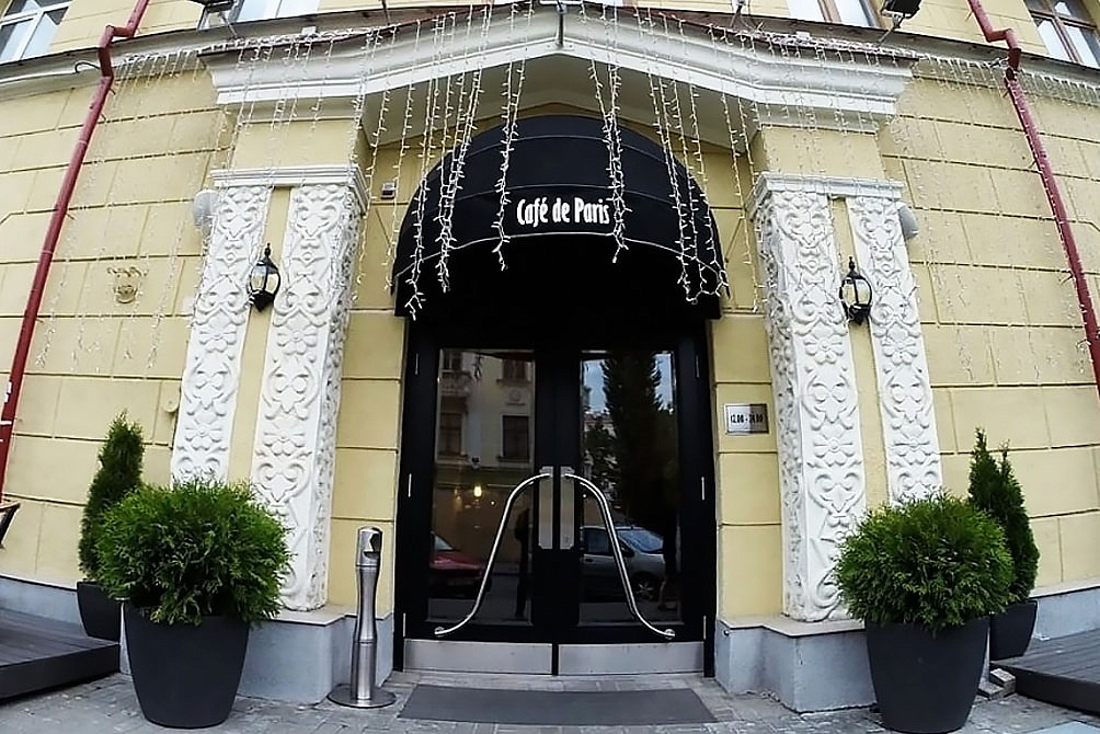 Вход в ресторан Cafe de Paris (Минск)
